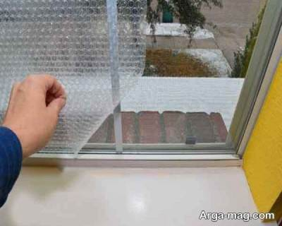 استفاده از پلایتیک های حباب دار برای جلوگیری از ورود هوای سرد در زمستان