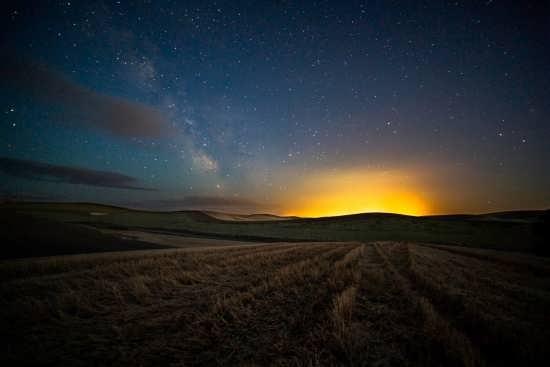 تصویر طبیعت در شب