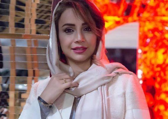 شبنم قلی خانی با تیپ بلوز و شلوار