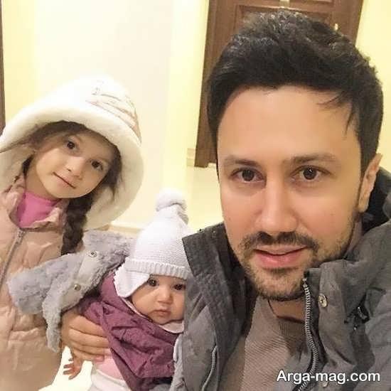 شاهرخ استخری در کنار دخترانش