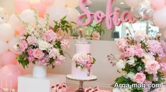 تزیین میز تولد با شمع و گل های زیبا