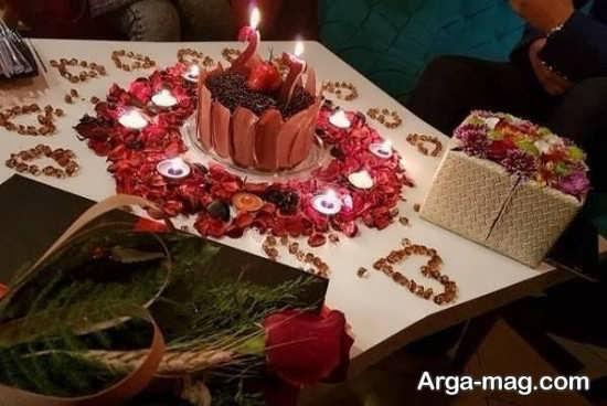 تزیین میز تولد عاشقانه با گل