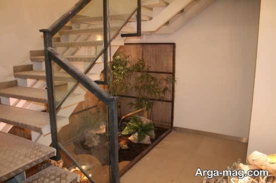 دیزاین منحصر به فرد زیر راه پله با گل های طبیعی