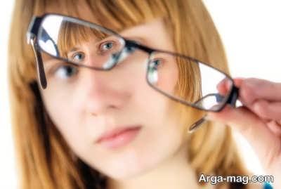 استفاده از عینک برای درمان انحراف چشم