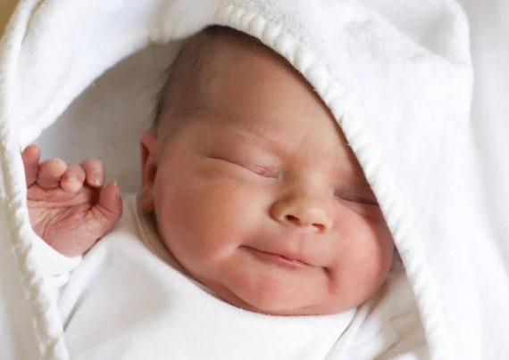 موهای پیشانی نوزاد