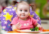 تغذیه نوزاد نه ماهه