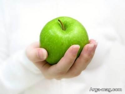 مصرف یک عدد سیب به منظور افزایش انرژی در بدن