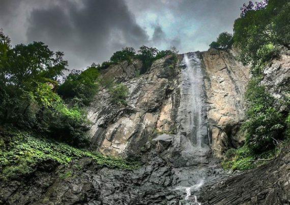 نمای آبشار لاتون