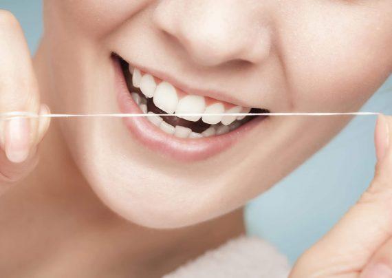 آشنایی با نحوه صحیح نخ دندان کشیدن