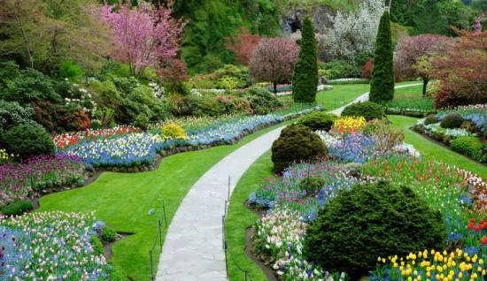 ناب ترین و جدیدترین نمونه های دکوراسیون راهرو باغ و ویلا با سرسبزی زیبا