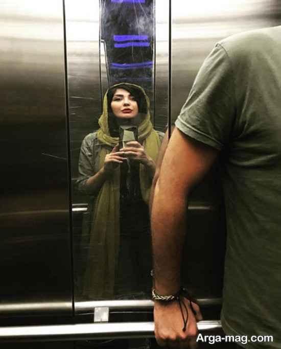 تصویری از مریم معصومی در آینه آسانسور