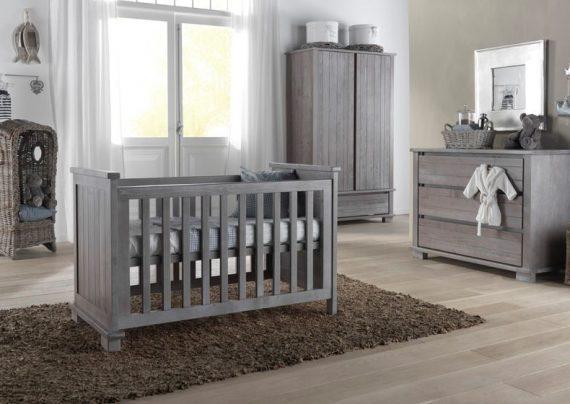 سرویس خواب نوزاد، تخت و کمد