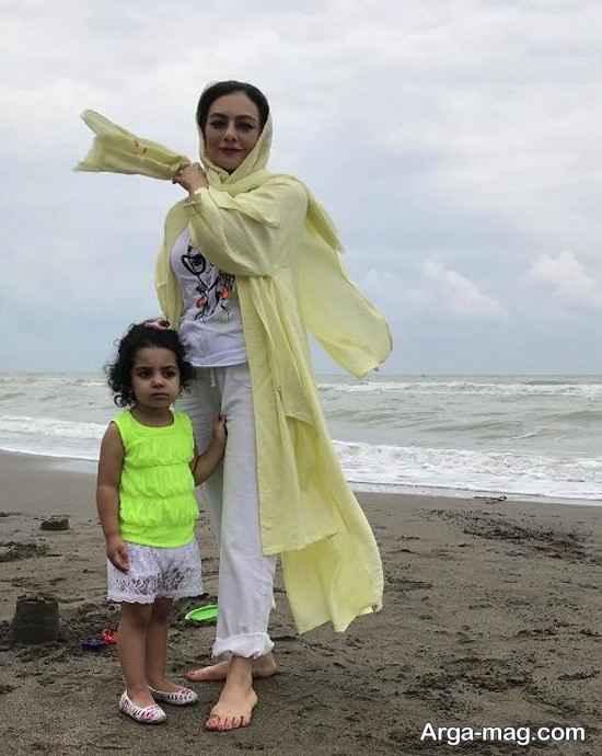 عکس ساحلی یکتا ناصر و دخترش