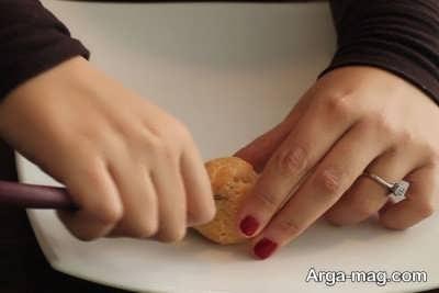 ایجاد کردن شکاف روی نان خامه ای