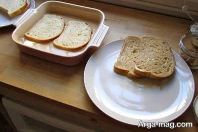آغشته کردن نان تست به مخلوط دارچین و شیر