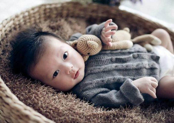 مجموعه ژست عکس کودک در منزل با زیبایی و جذابیت بالا
