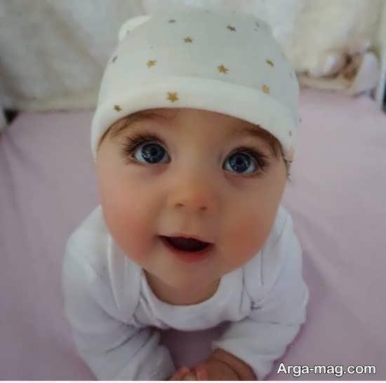 نمونه هایی زیبا و جالب از ژست عکس کودک در خانه با نمک و دوست داشتنی