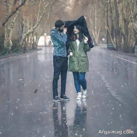 ایده ی ژست عکس احساسی زیر باران برای صفحه مجازی
