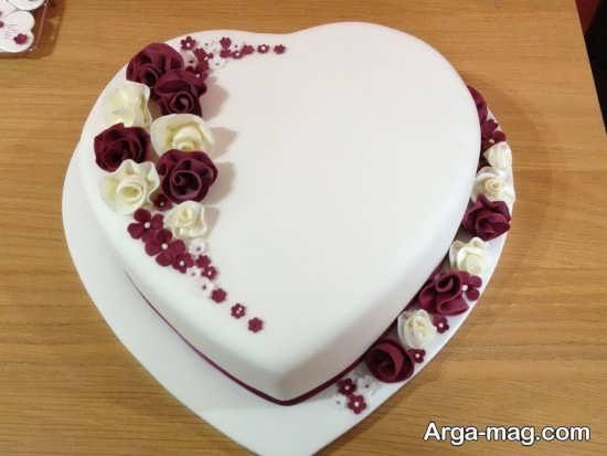 تزیین کیک قلبی با ایده ای جذاب