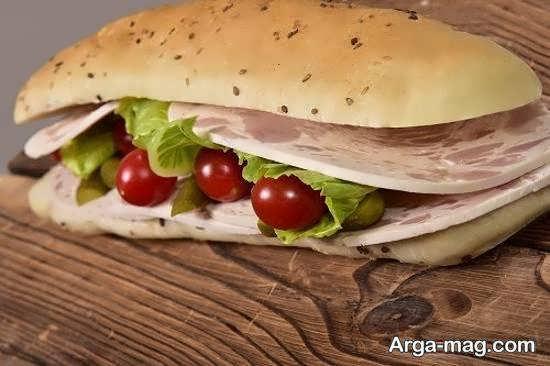طریقه تهیه ساندویچ سرد با کالباس و مواد طعم دهنده دیگر
