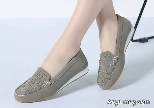 کفش رنگ روشن اداری