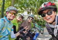آناهیتا همتی در حال دوچرخه سواری در تهران