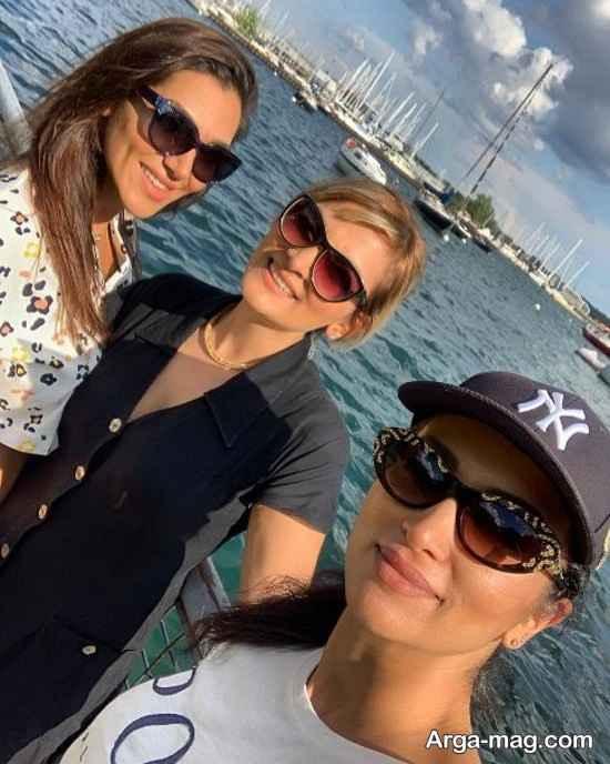 روناک یونسی و خواهران در کانادا