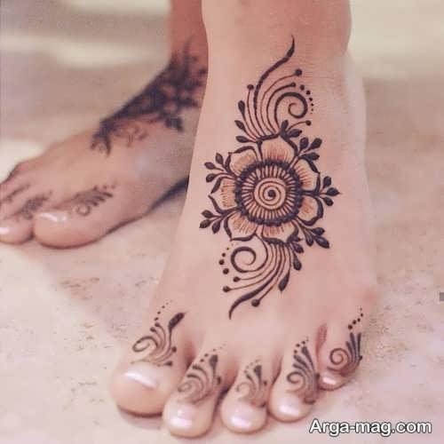 طرح گل روی پا