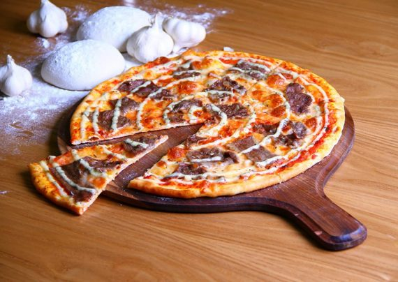 طرز تهیه پیتزا سیر و استیک