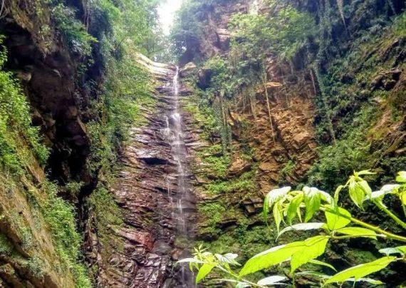 چشم انداز آبشار گزو