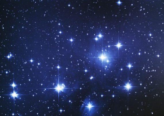 ستاره قطبی در آسمان