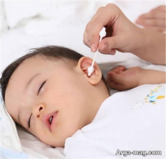 بهترین شیوه برای تمیز کردن گوش نوزاد
