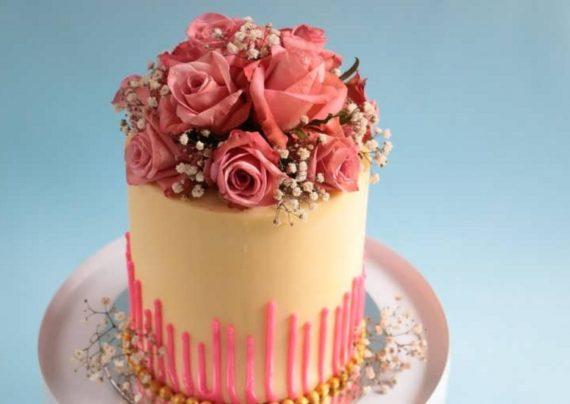 تزیین کیک با گل طبیعی