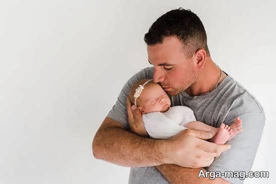 مجموعه ای زیبا و دلخواه از ژست تصویر نوزاد با پدر و مادر