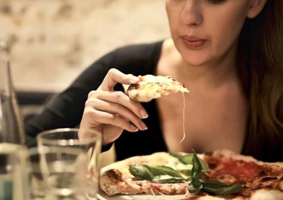 طرز تهیه پیتزا قورمه سبزی خوشمزه و خوش طعم