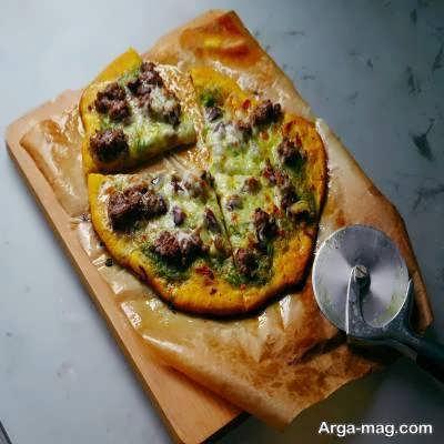 طرز پخت پیتزا قورمه سبزی بی نظیر در طعم و مزه