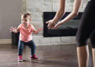 ایستادن نوزاد برای اولین بار