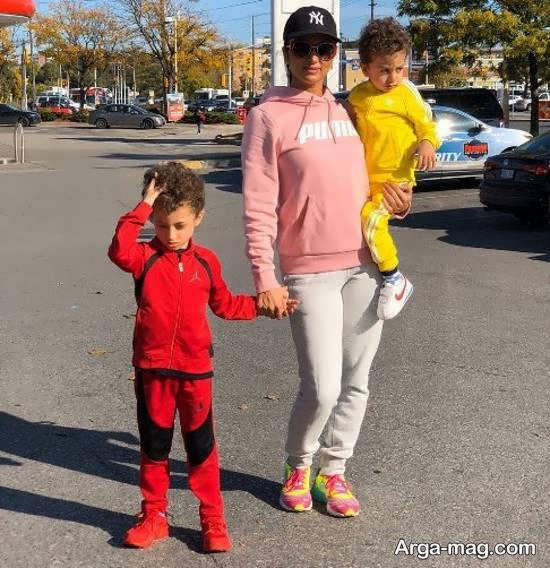 روناک یونسی به همراه فرزندانش در کانادا