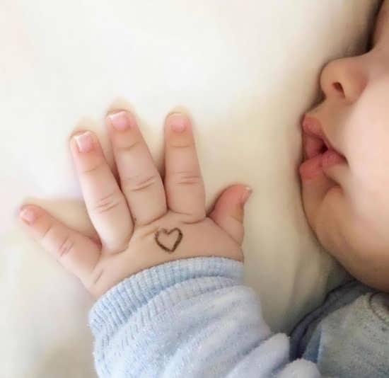 تصویر بامزه از نوزاد برای پروفایل