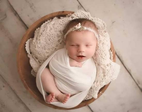 عکس پروفایل نوزاد دختر با ژست های متنوع
