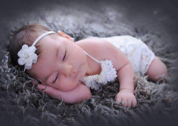 انواع عکس پروفایل نوزاد دختر
