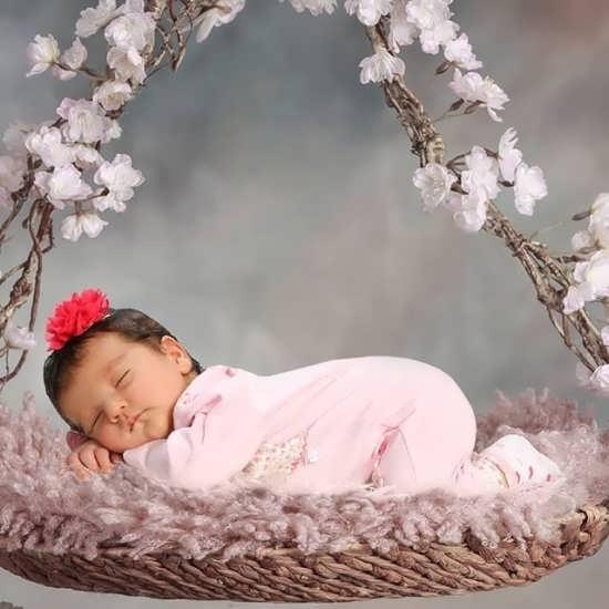 تصویر نوزاد دختر برای پروفایل تلگرام