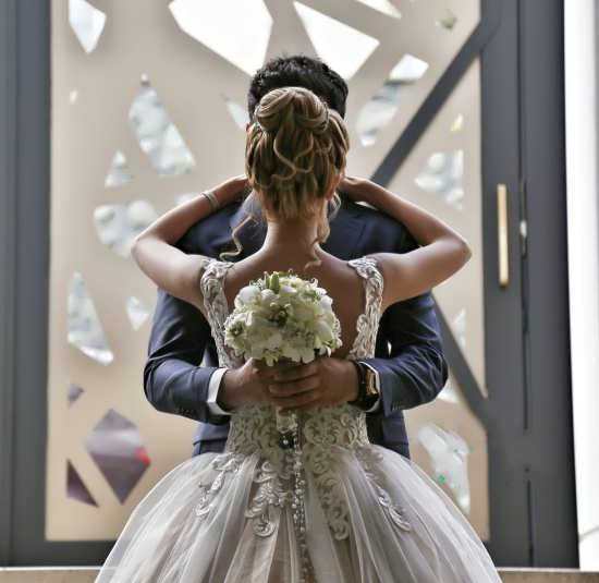 عکس عروس و داماد عاشقانه