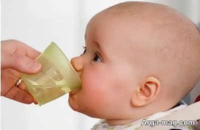 زمان دادن آب به کودک