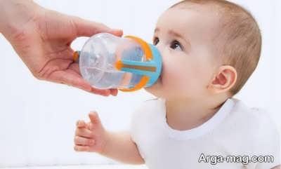 زمان آب دادن به نوزاد