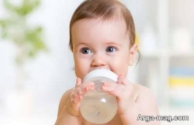 زمان آب دادن به کودک