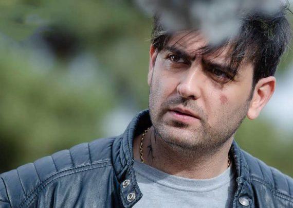 امیر حسین آرمان بازیگر تلویزیون و سینمای ایران است، وی هم چنین در زمینه خوانندگی نیز فعالیت دارد