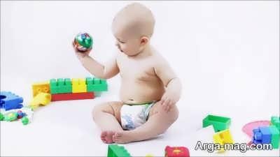 برای گرفتن پوشک از کودک می توانید از اسباب بازی او کمک بگیرید