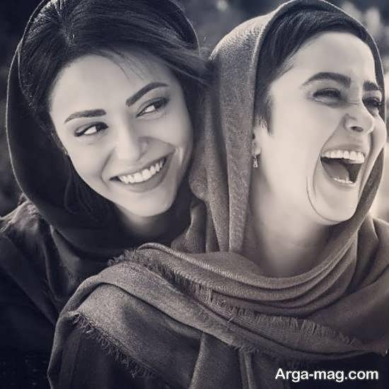 الناز حبیبی بازیگر و تصویر خندیدن از ته دلش