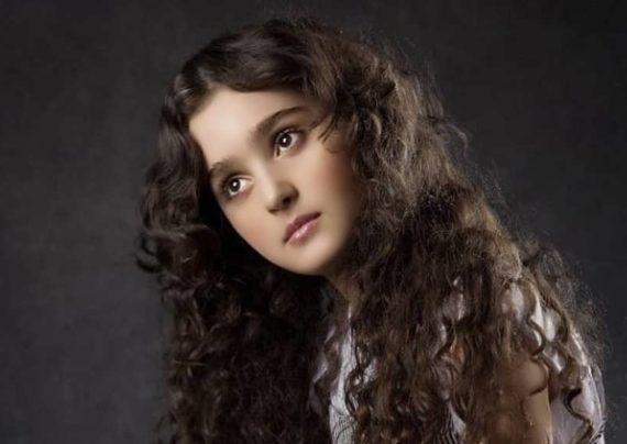 مانیا علیخانی بازیگر کودک سریال هیولا